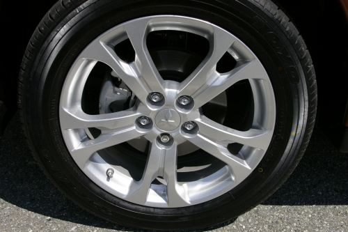2014 Mitsubishi Outlander alloy wheel