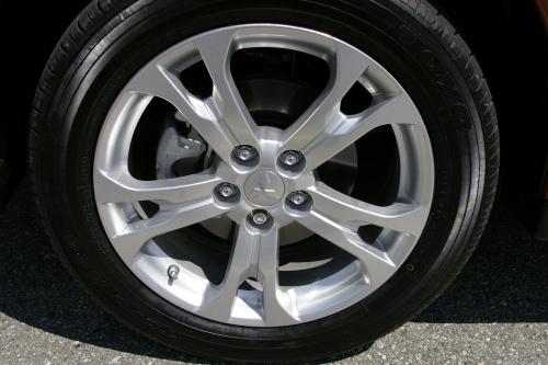 2014 Mitsubishi Outlander alloy wheel