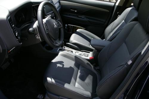 2014 Mitsubishi Outlander interior
