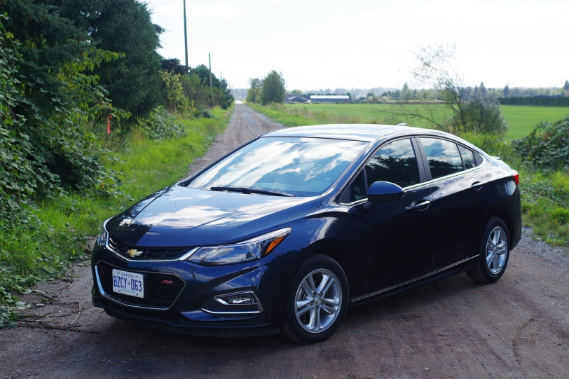2016 Chevrolet Cruze front angle