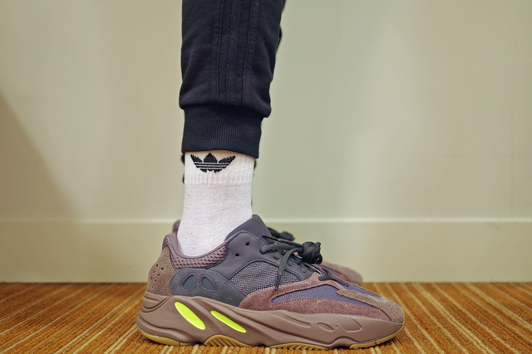 adidas yeezy boost 700 mauve on feet