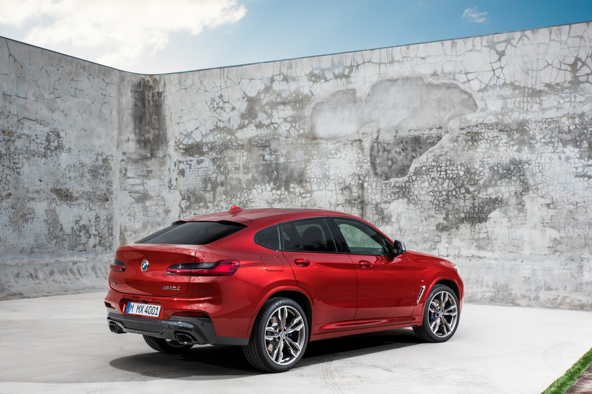 2019 bmw x4 m40i rear three quarter