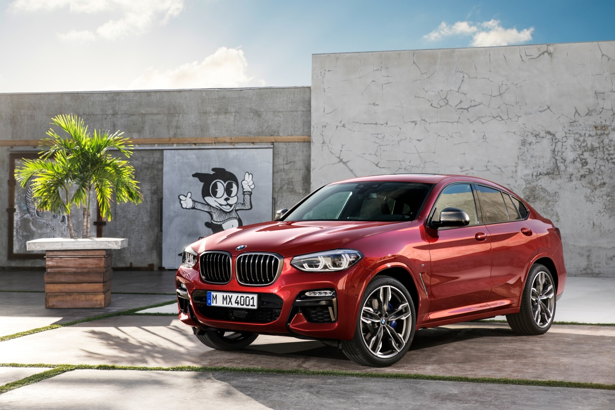 2019 bmw x4 m40i front three quarter