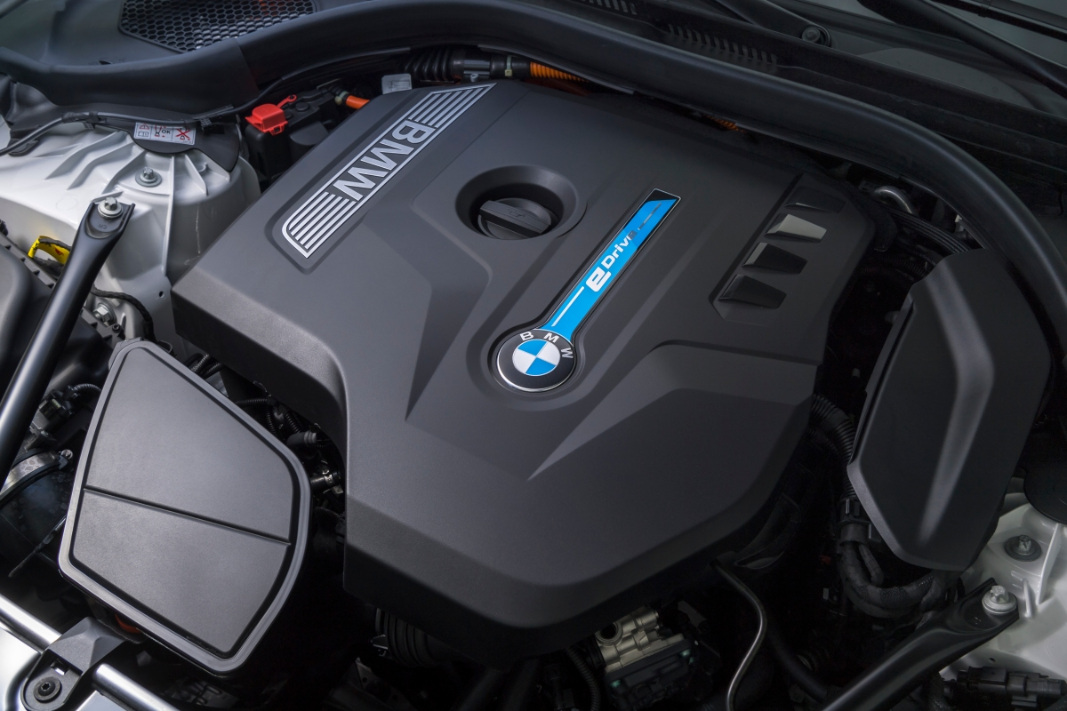 BMW 530e iPerformance engine