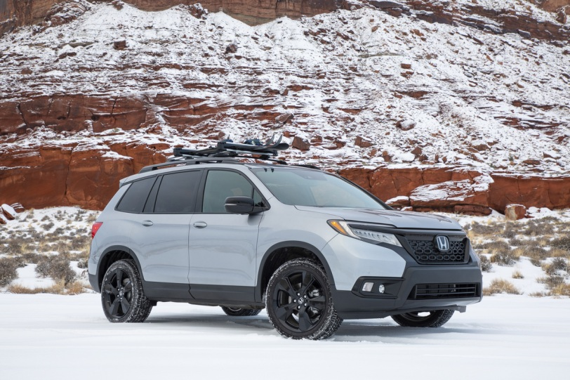 2020 honda passport front three quarter