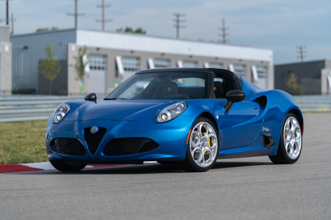 2019 Alfa Romeo 4C Spider Italia in Misano Blue