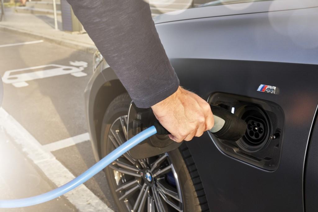 2021 bmw 330e charging